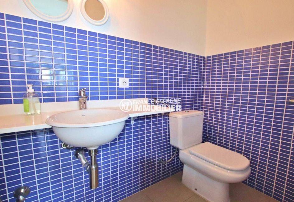 acheter maison costa brava, 216 m², aperçu des toilettes indépendantes avec lavabo