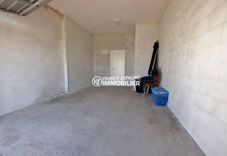 vente immobilier costa brava: villa 216 m², aperçu du garage de 45 m²