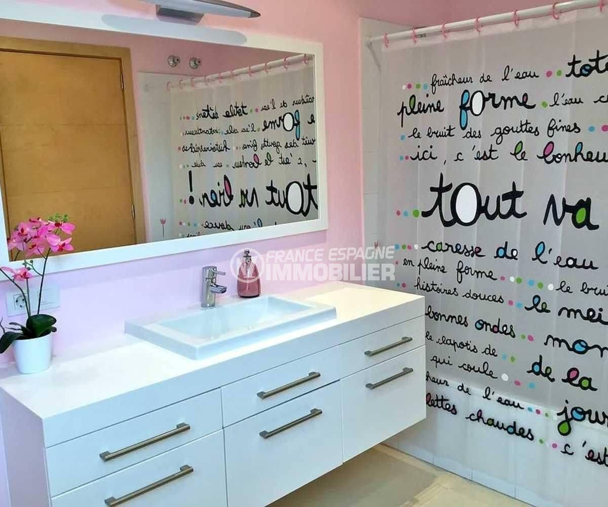 achat villa costa brava, ref.3682, salle de bains avec baignoire et meuble vasque