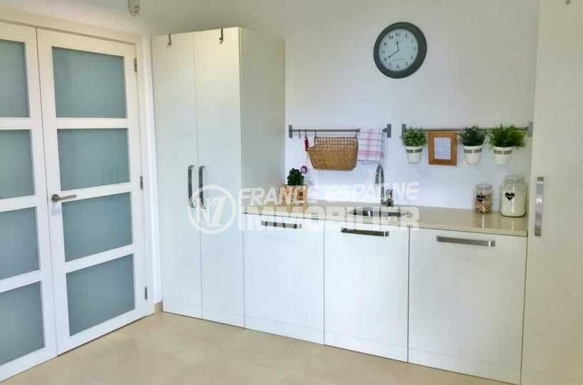 vente villa costa brava, ref.3682, aperçu de la pièce lingerie avec un lavabo