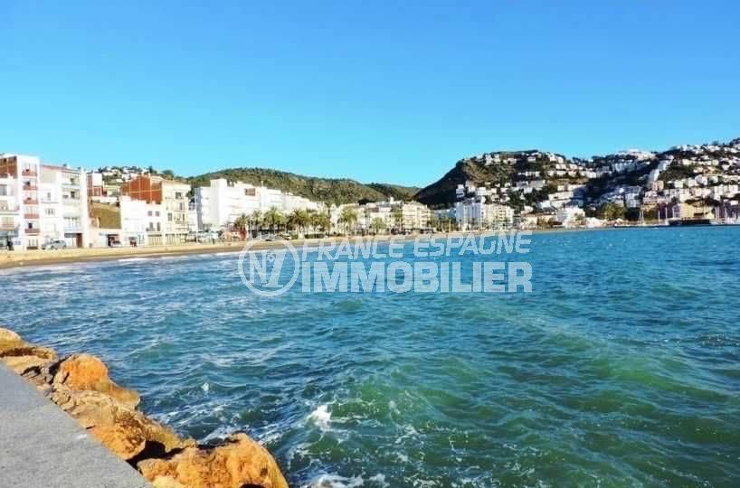 immobilier roses espagne: appartement ref.3654, vue sur la côte et la mer aux environs