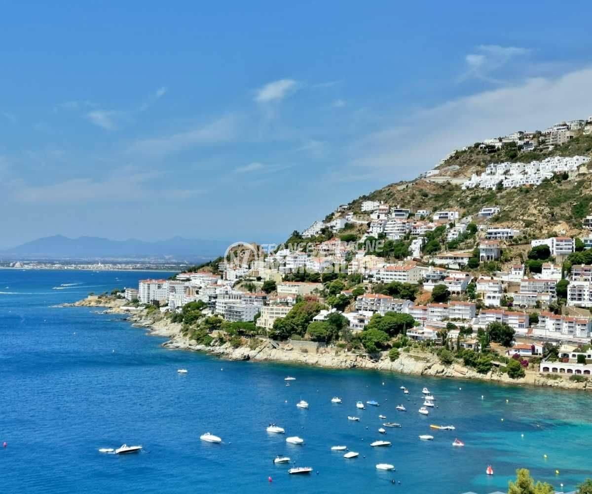 immobilier espagne : magnifique vue du Puig Rom et de la plage d'almadrava à proximité
