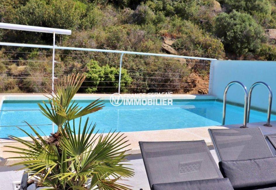 roses immobilier: villa 216 m², terrasse solarium de 29 m², vue sur la piscine