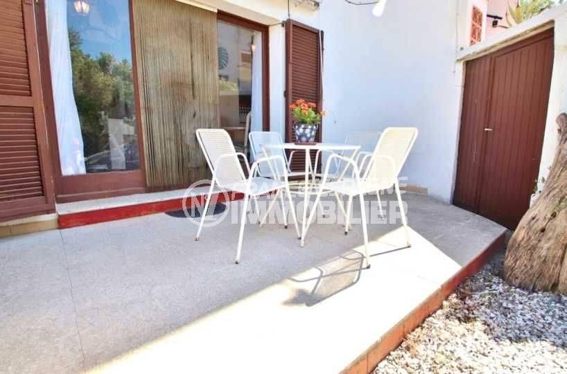 appartements a vendre costa brava, résidence calme, 3 chambres, jardin & 2 belles terrasses