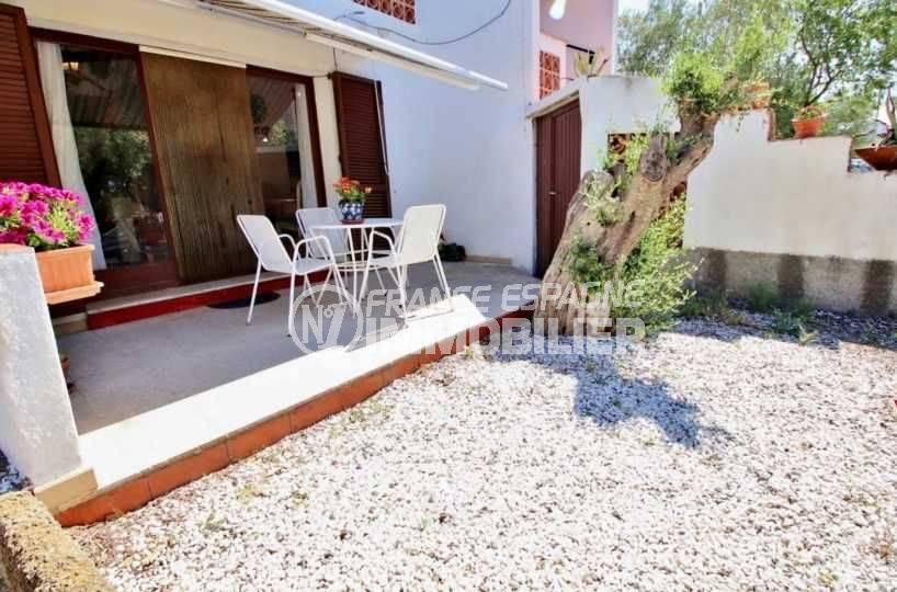 appartement a vendre a rosas, el cardo, terrasse ensoleillée