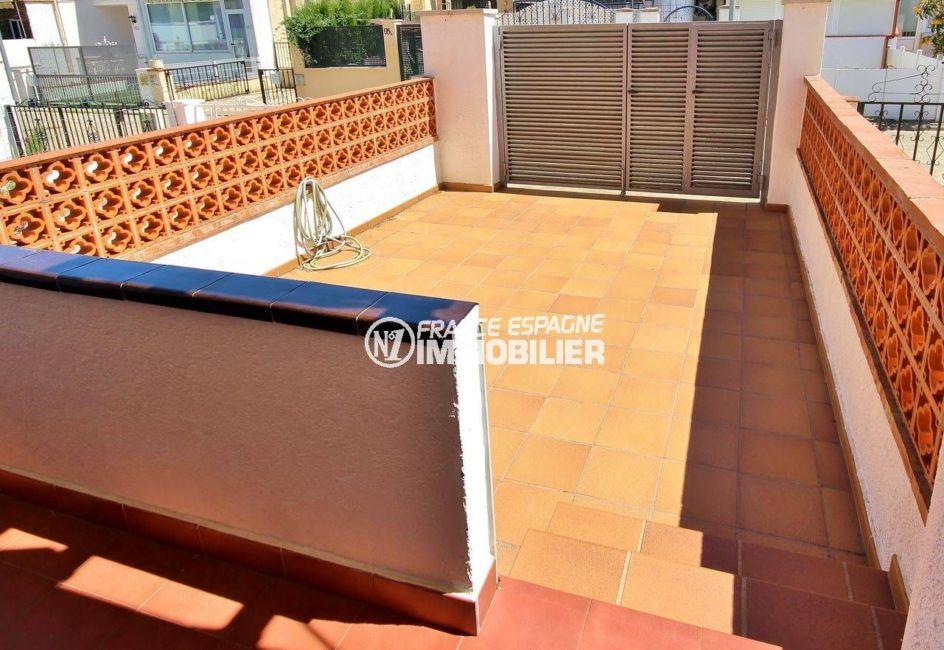 immobilier empuria brava: villa 75 m², première terrasse inondée de soleil