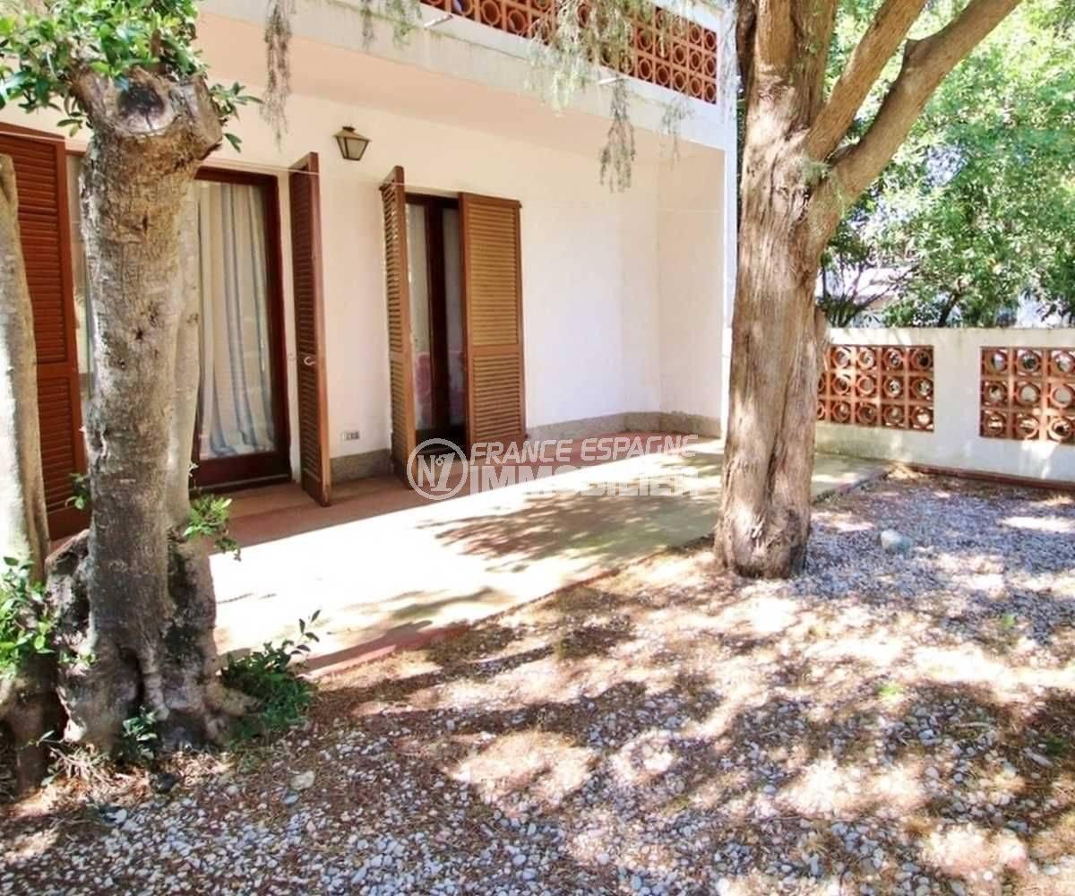 vente appartement costa brava,, résidence calme, 3 chambres, jardin & 2 belles terrasses