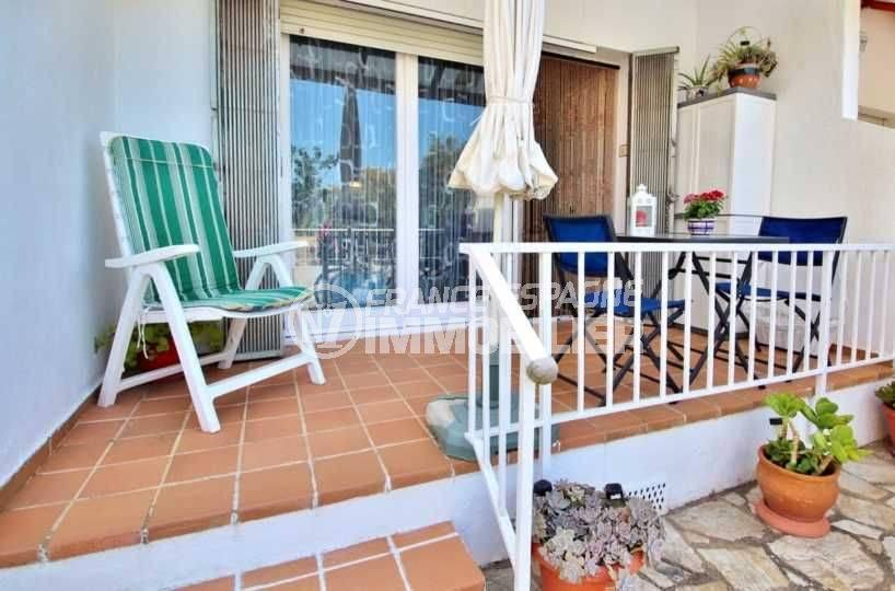 immo roses: villa ref.3705, terrasse et barbecue avec accès au séjour