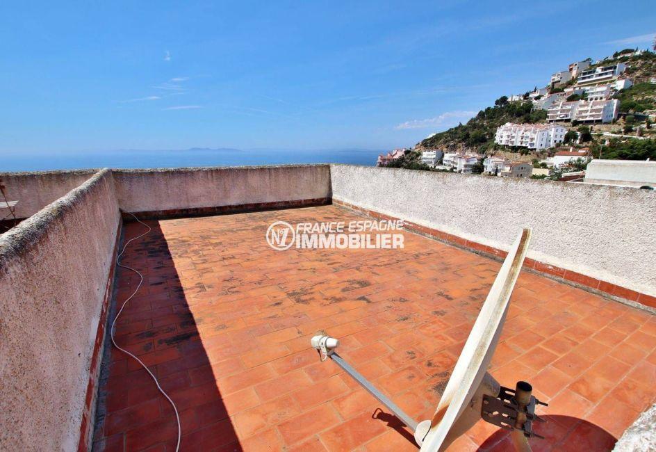 maison a vendre a rosas, piscine, terrasse solarium avec vue sur la mer