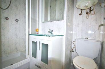 appartement empuria brava, studio 23 m², salle d'eau avec douche, vasque et wc