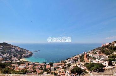 maison a vendre espagne, roses, vue sur la mer et les montagnes depuis terrasse solarium