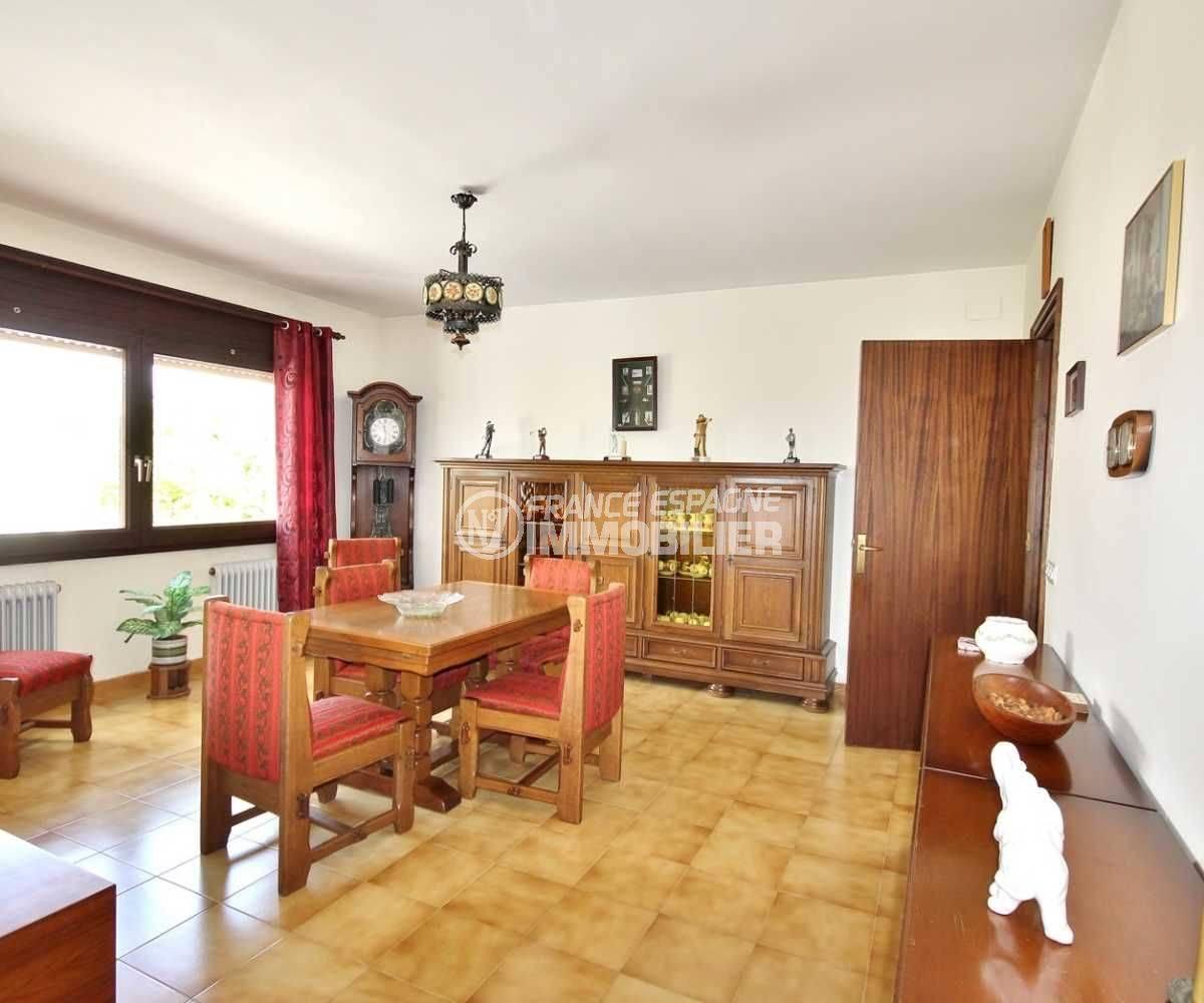 agence immobilière roses, vend maison 463 m² construit, vue sur la salle à manger (ref.3702)