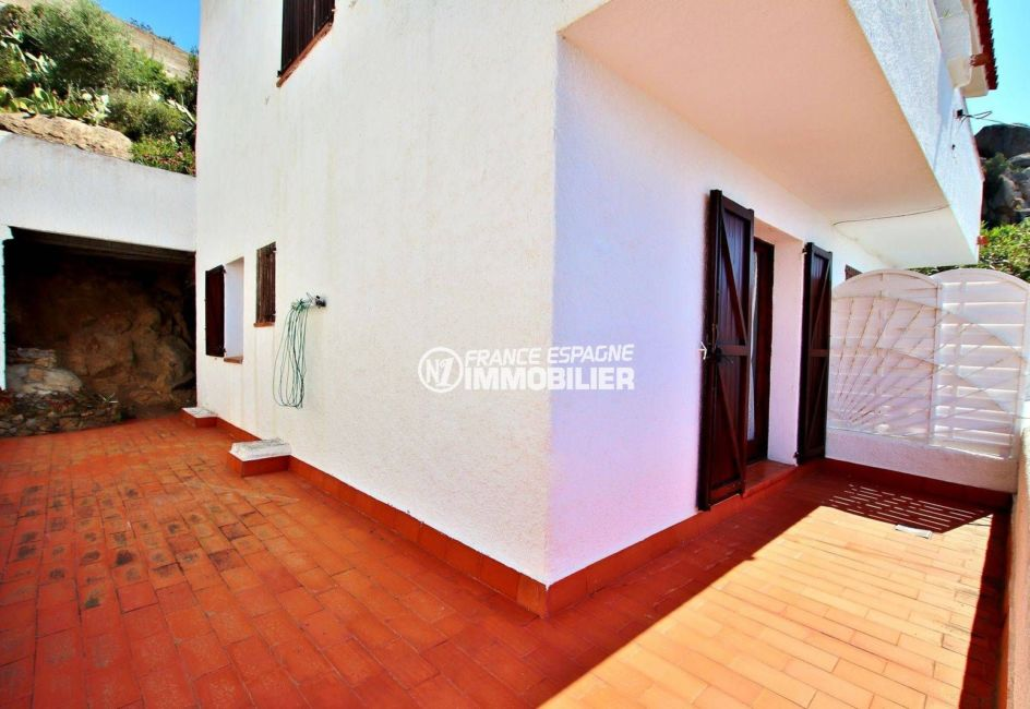 vente maison rosas espagne, piscine, vue sur la façade terrain de 146 m²
