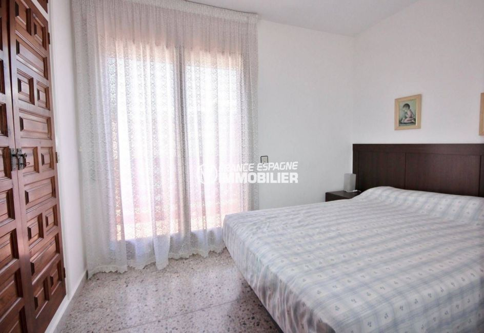 maison a vendre empuria brava, secteur calme proche plage, chambre 1 avec placards accès terrasse