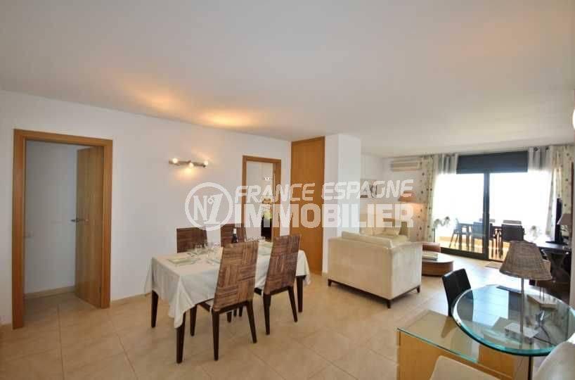 agence immo empuriabrava: appartement 152 m², ref.3695,vaste séjour / salle à manger
