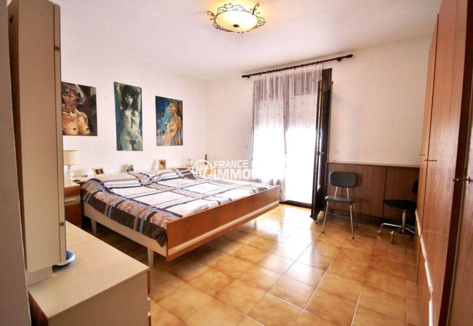 immo center rosas: vente maison 463 m², vue sur une des 4 chambres
