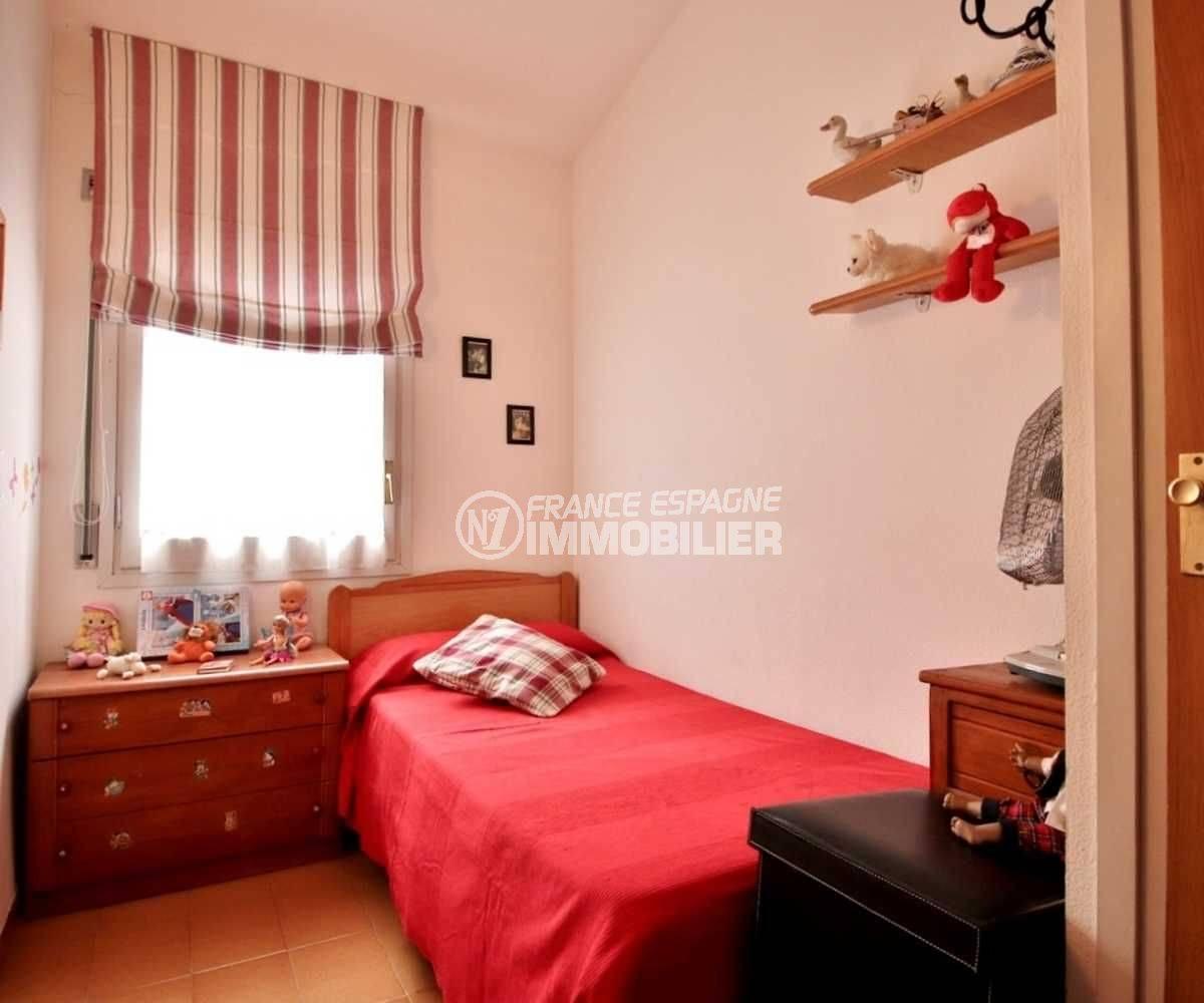rosas immo: villa ref.3705, troisième chambre avec lit simple et rangements
