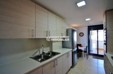 appartement a vendre empuriabrava: ref. 3695, la cuisine équipée