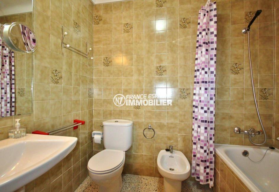 maison a vendre espagne, résidence secteur calme, salle de bains avec wc