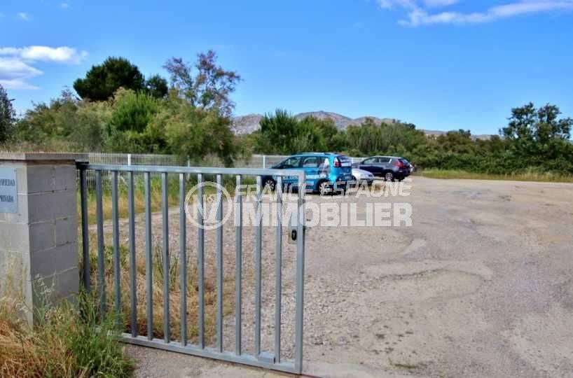 roses immobilier: villa ref.3705, aperçu du parking privé communautaire