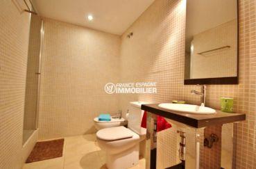 appartement a empuriabrava, ref.3695, première salle de bains, vue d'ensemble