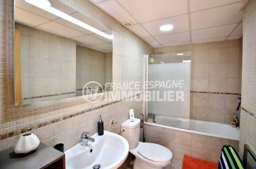 immocenter roses, appartement ref.3694, vue salle de bains