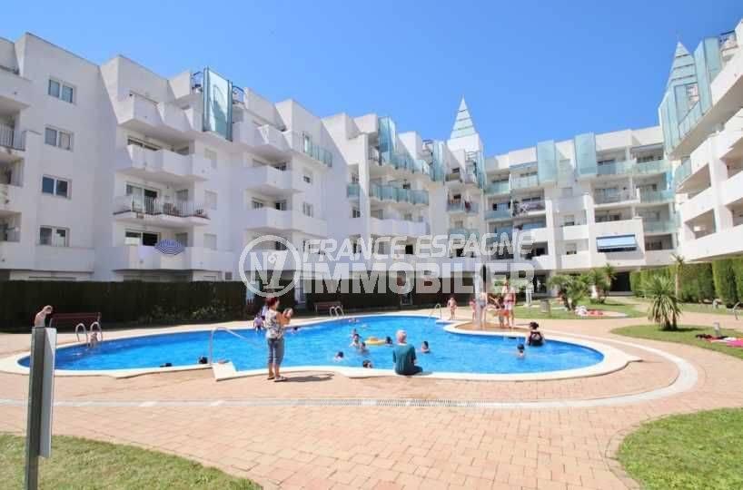 immobilier roses espagne, appartement ref. 3694, vue la piscine en commun
