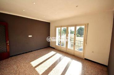appartement a vendre rosas, plage 600 m, salon / séjour avec possibilité terrasse penthouse constructible