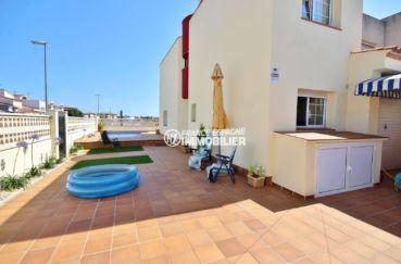 immobilier empuria brava: villa secteur calme, piscine et garage, proche plage et commerces