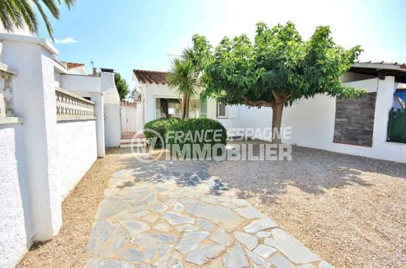 immo empuriabrava: villa proche plage avec 200 m² de terrain