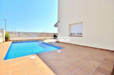 maison à vendre à empuriabrava, proche plage et commerces, vue sur la piscine