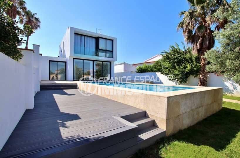 Villa moderne avec piscine et amarre