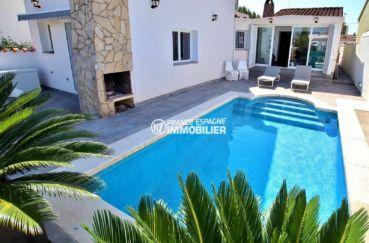 vente villa empuriabrava, ref.3720, vue sur la piscine, le barbecue et l'accès au séjour