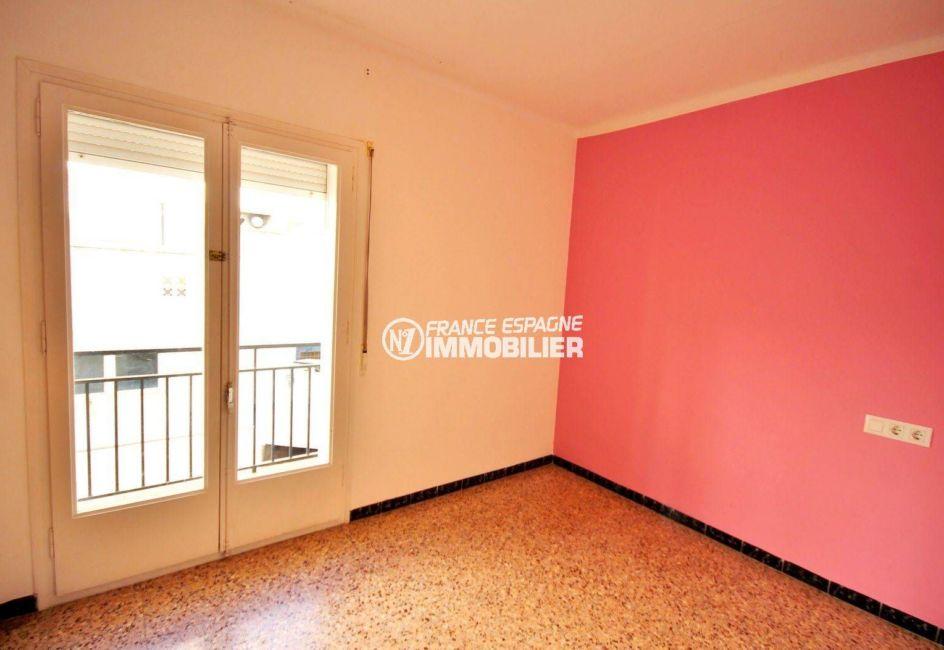 roses espagne: appartement 100 m², aperçu de la première chambre