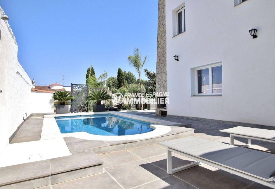 achat villa empuriabrava, ref.3720, aperçu de la piscine et du coin détente