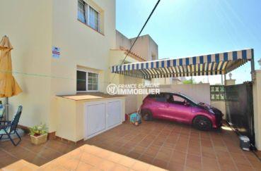 maison a vendre empuriabrava, secteur calme, aperçu du garage, parking cour intérieure
