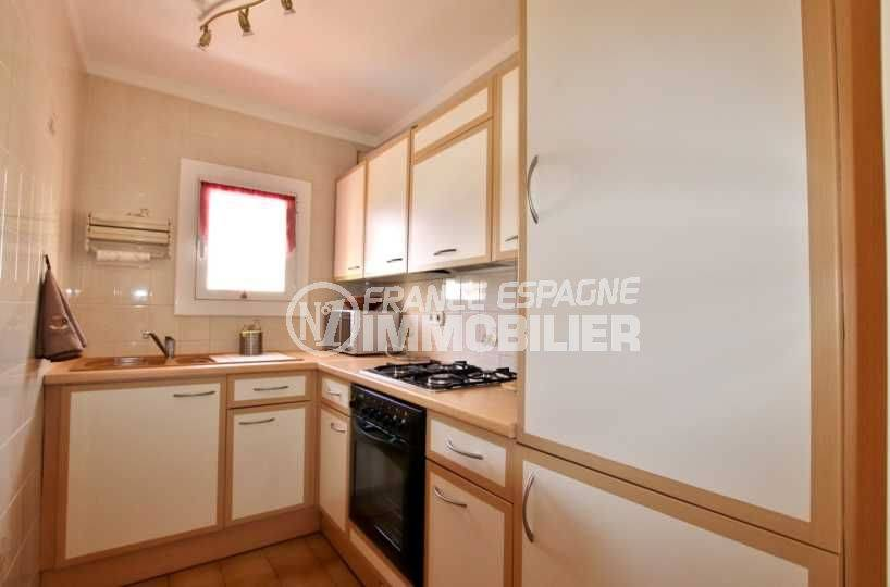 vente appartement costa brava, atico 65 m², terrasse 23 m² - coin cuisine
