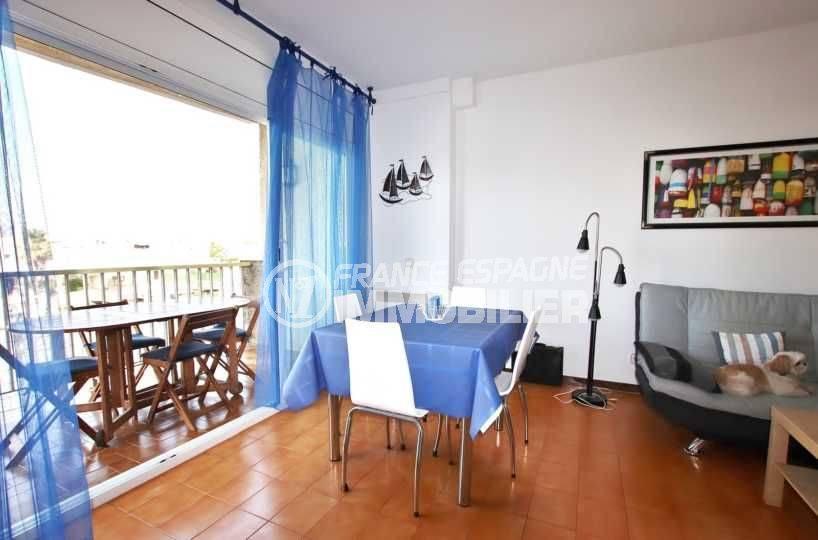 immobilier empuriabrava: appartement terrasse 9 m² vue canal, 2 amarres