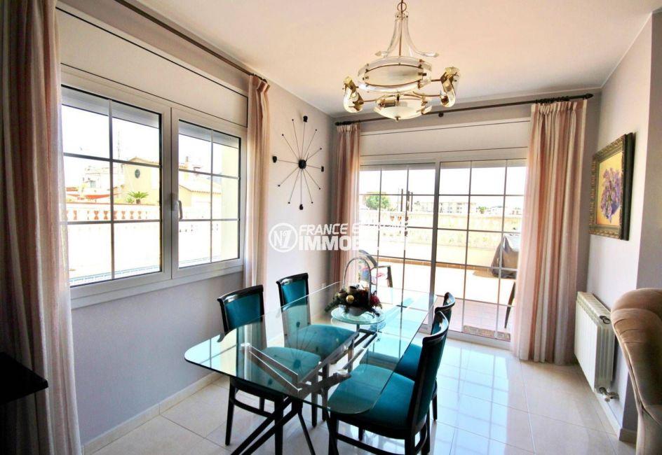 agence immobiliere costa brava: villa 188 m², séjour donnant sur le jardin