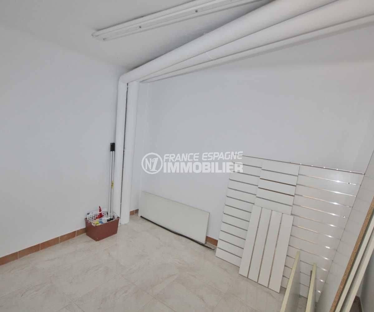 empuriabrava immobilier: commerce local de 118 m², espace de rangements