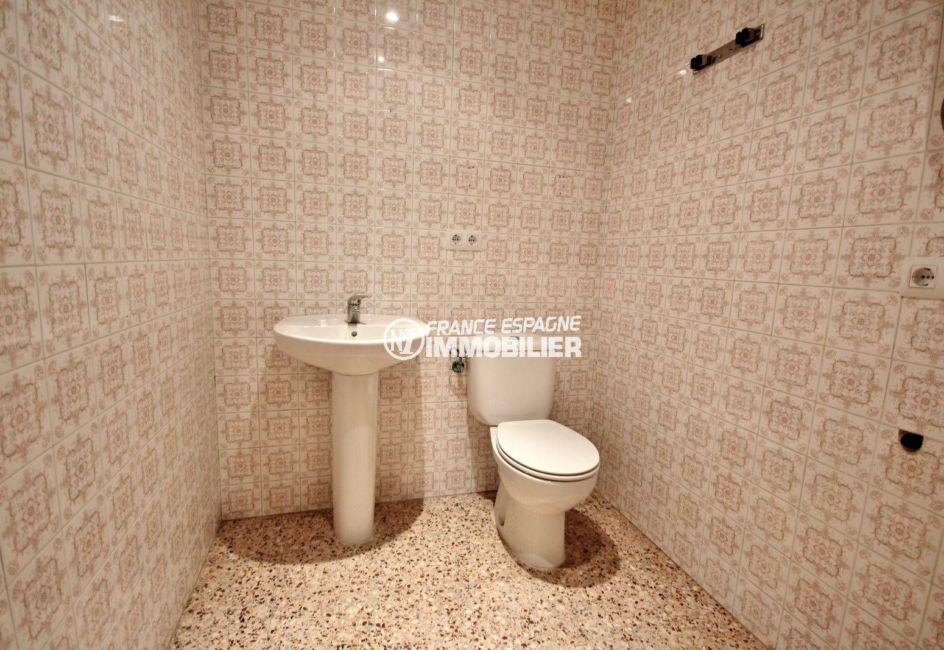 achat appartement rosas, proche commerces et plage, wc indépendant avec lavabo