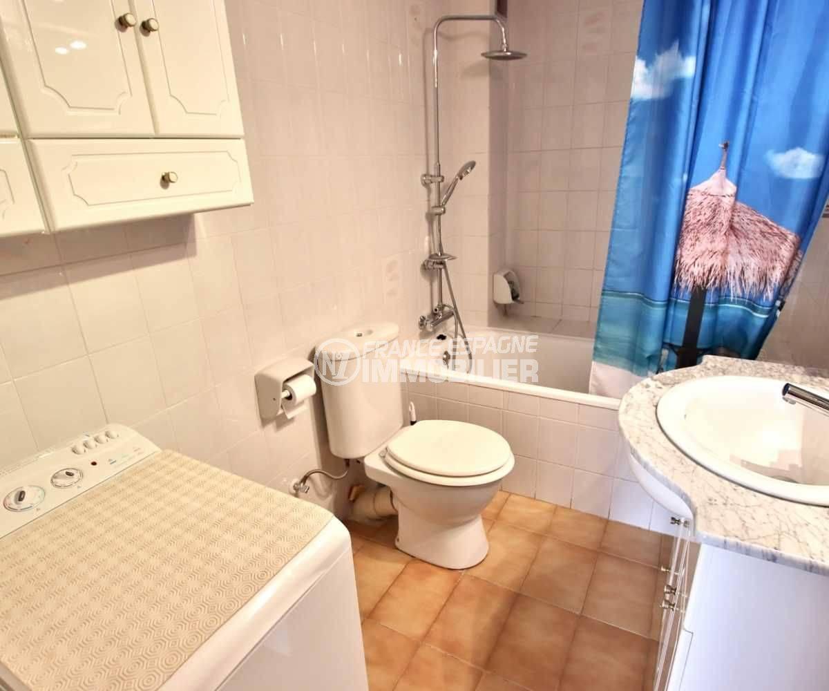 appartement roses espagneappartement a vendre a rosas, atico 65 m², terrasse 23 m² - salle d'eau