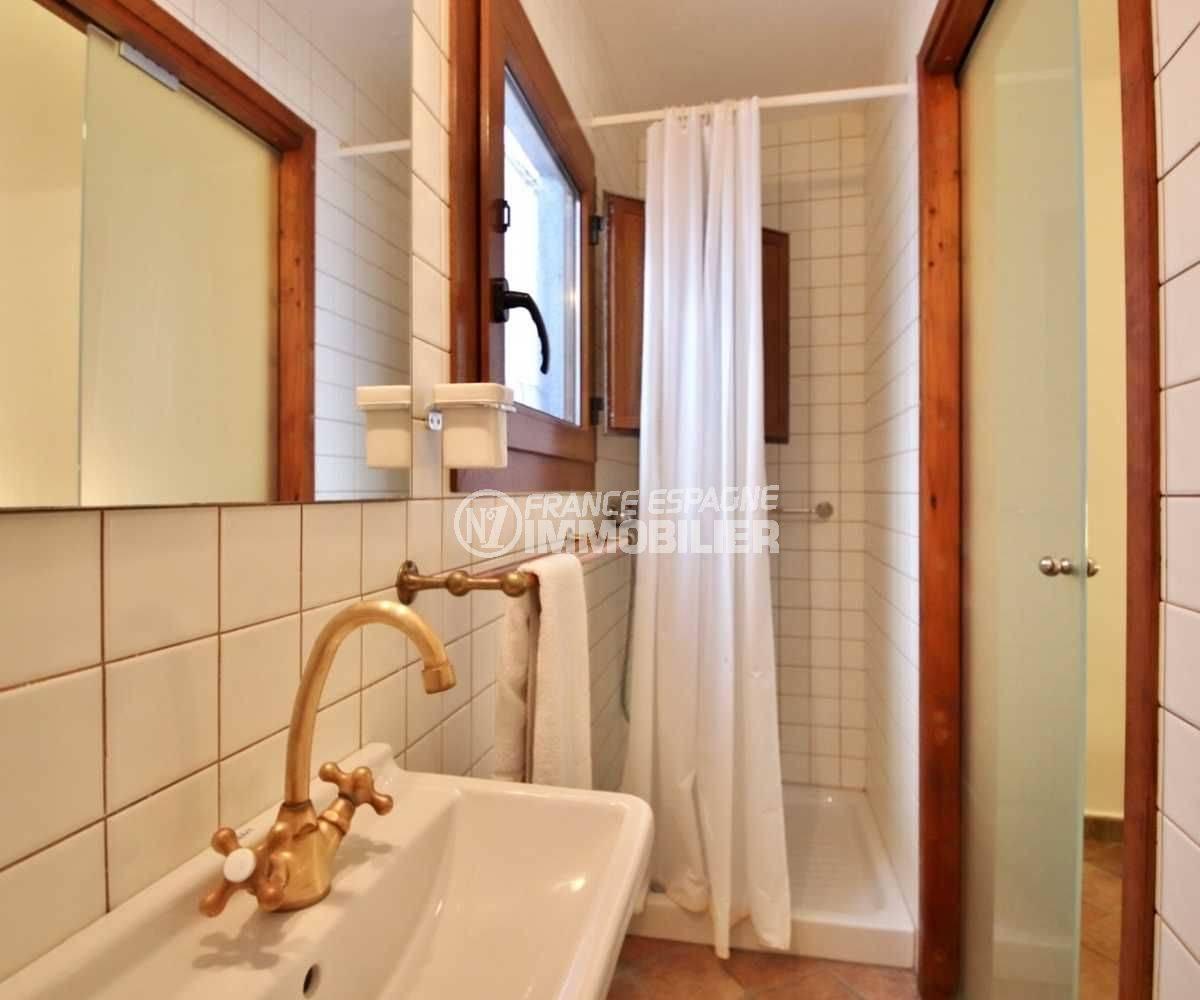empuriabrava immo: maison ref.3714, la salle de bain (étage)