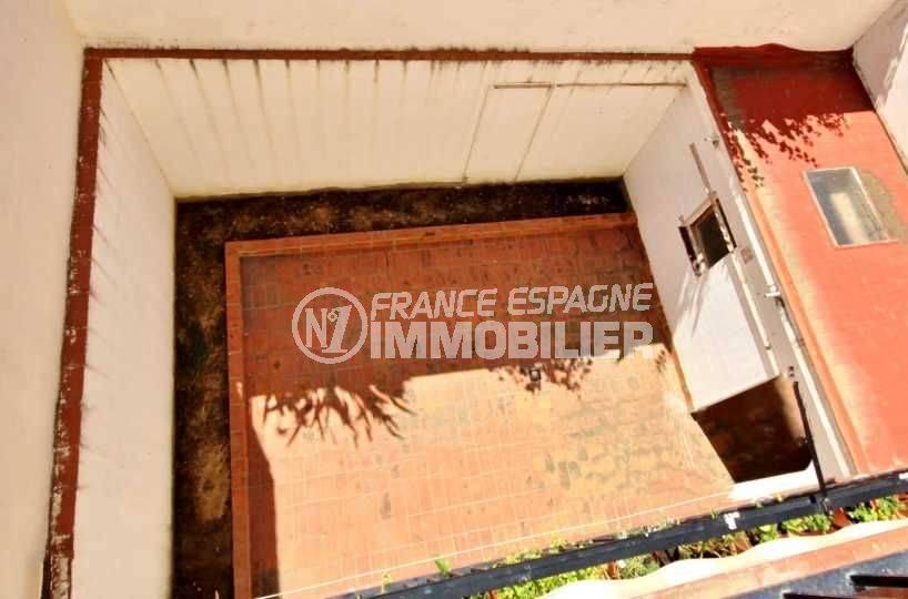 appartement a vendre rosas, 105 m², proche centre ville, petit prix, vue plongeante sur le patio