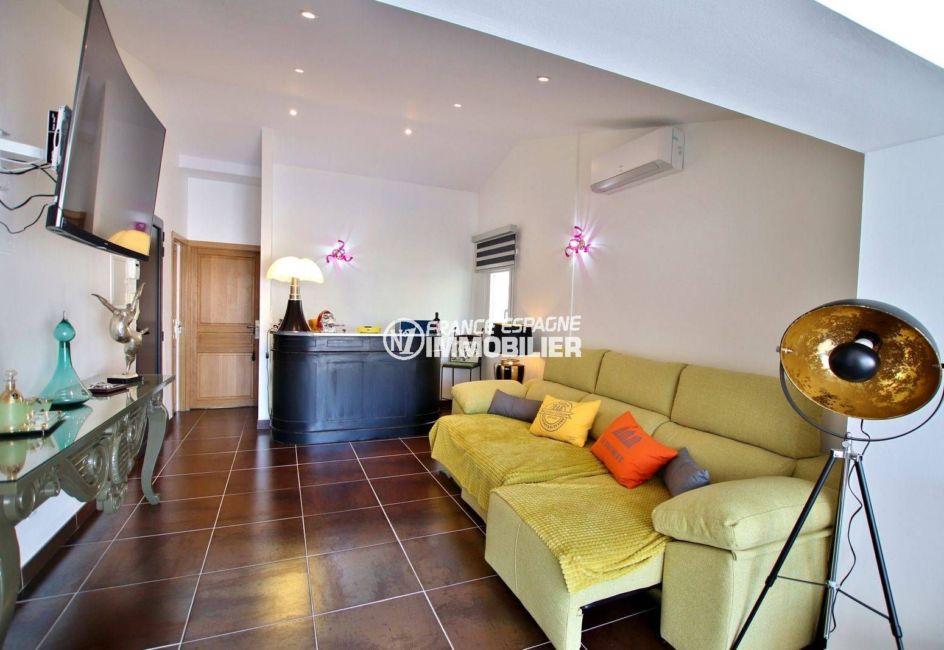 maison a vendre empuriabrava avec amarre, ref.3720, vue sur le salon avec des rangements