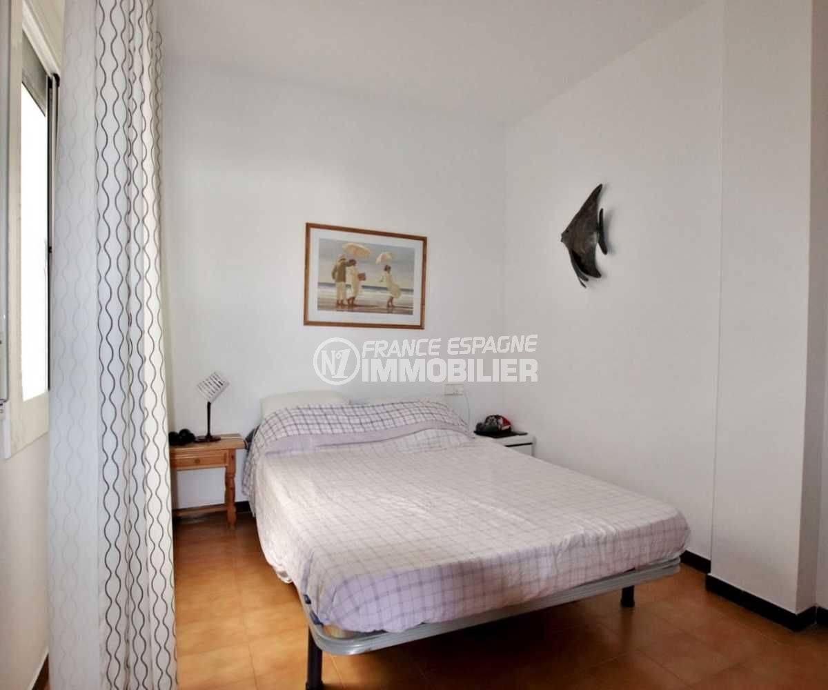appartement empuriabrava: appartement terrasse 9 m² vue canal, 2 amarres