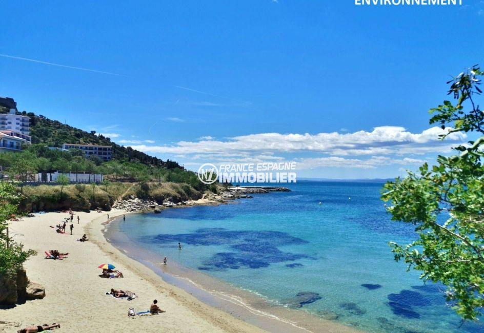 vue sur l'une des belles plages environnantes