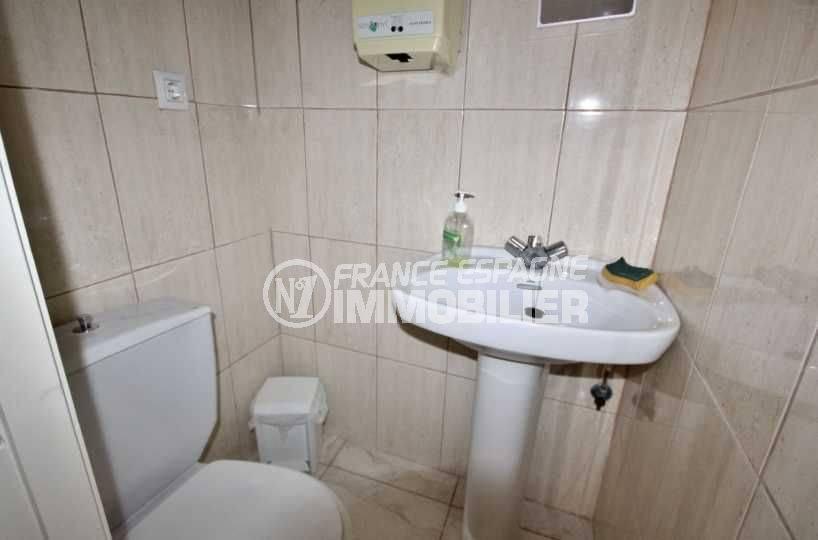 immobilier a empuriabrava: commerce 118 m², local sanitaire, wc et lavabo
