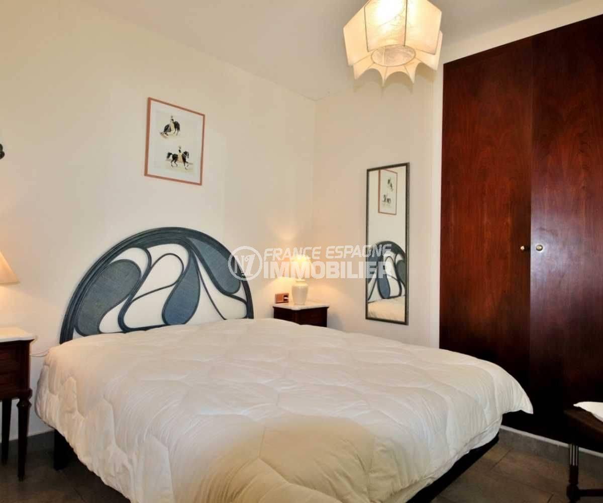 immo roses espagne: villa ref.3713, première chambre avec lit double et placards