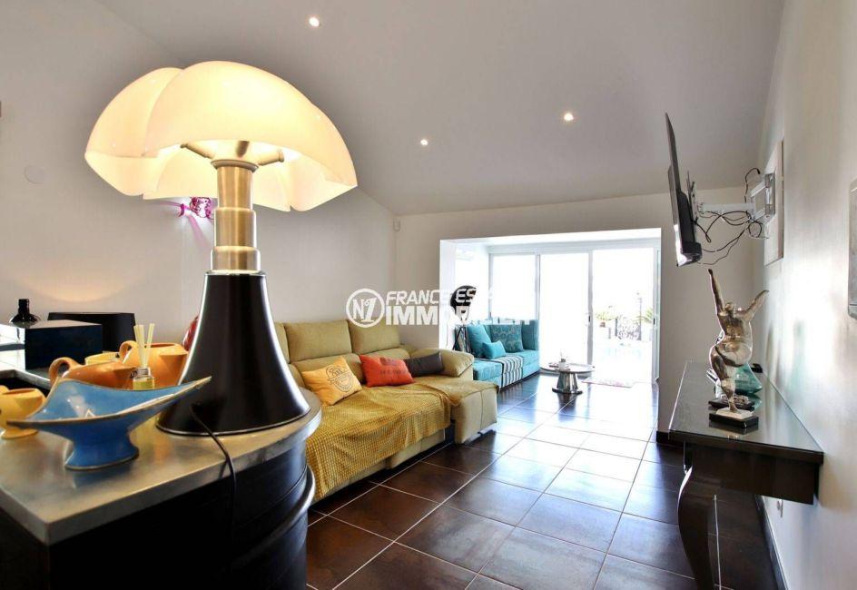 agences immobilieres empuriabrava: villa ref.3720, vue d'ensemble sur le séjour / salon